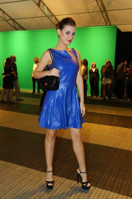 A modelo Rayanne Morais, mulher do cantor Latino, posa para foto no Fashion Rio