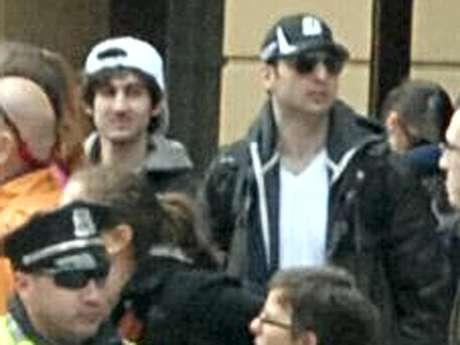 <p>Foto divulgada dos suspeitos do atentado a bomba na Maratona de Boston</p>