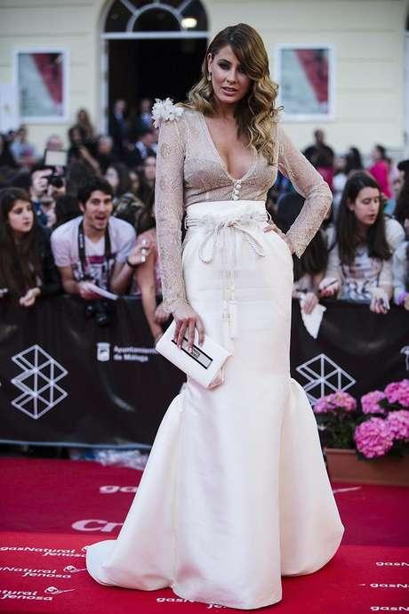 <p>La modelo Elisabeth Reyes posa para los medios de comunicación congregados en Málaga.</p>