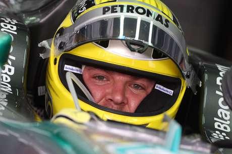 Los tres primeros en salir en la carrera en Baréin serán Rosberg, Vettel y Alonso. El alemán de Mercedes ha marcado un fantástico tiempo  1:32:543- que nadie ha sido capaz de mejorar.