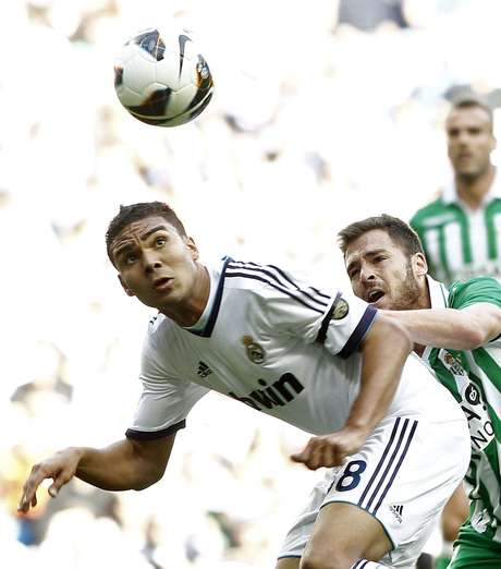 <p>Casemiro teve atuação segura e participou dos 90 minutos da partida contra o Real Betis, mas não atua diante do Atlético de Madrid</p>