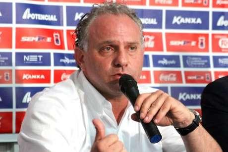 <p>Técnico testou o Paraná Clube no esquema 3-5-2</p>