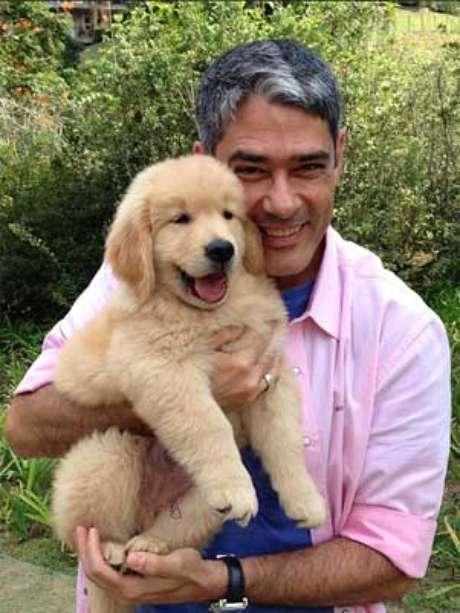 Apresentador do Jornal Nacional com o pequeno Gulliver, o cachorro da família, neste sábado