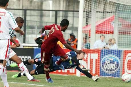 <p>Rhayner marcou logo no começo do jogo e deu tranquilidade para o Fluminense buscar o resultado; no fim, Rafael Sóbis fez 2 a 0</p>