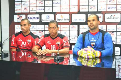 Robston (esq.), Pituca (centro) e Márcio são líderes do grupo do Atlético-GO