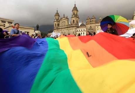 Grupo a favor do casamento gay realizou ato em frente ao Congresso nesta terça-feira