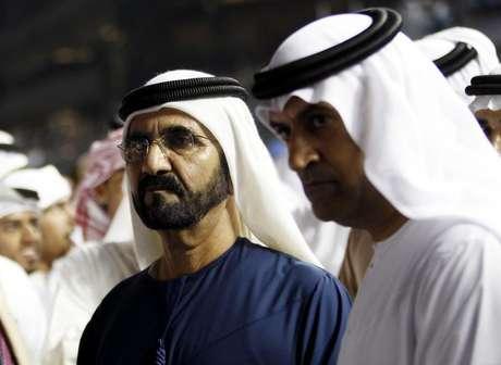 """Xeique governante de Dubai, Mohammed bin Rashid al-Maktoum, é visto durante campeonato mundial no Hipódromo Meydan, nos Emirados Árabes. Um treinador do haras Godolphin, que pertence ao xeique governante de Dubai, admitiu um """"erro catastrófico"""" na administração de estereoides para dopar cavalos no local. 30/03/2013"""