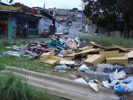 Apesar dos problemas, prefeitura diz que coleta é feita três vezes por semana