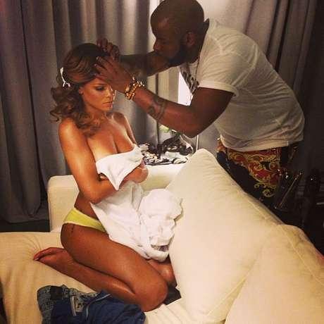 Rihanna vuelve a usar las redes sociales para sacarse fotos desnuda