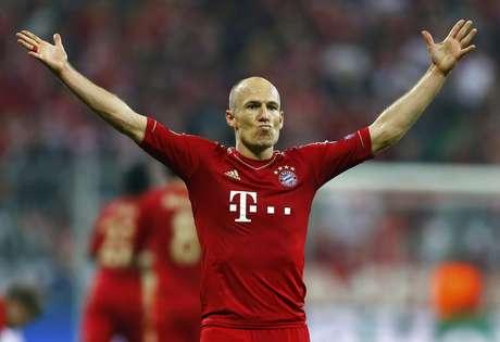 Robben celebra o terceiro gol do Bayern na goleada sobre o Barcelona
