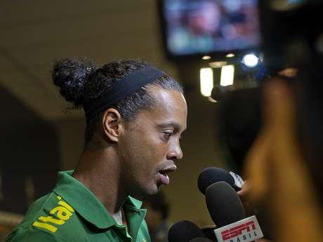 <p>Ronaldinho elogiou o Mineirão antes de treinar no estádio</p>