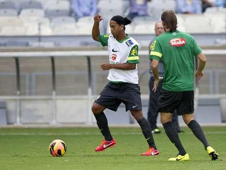 <p>Ronaldinho &eacute; dif&iacute;cil de ser parado quando se engaja em um projeto, segundo t&eacute;cnico</p>