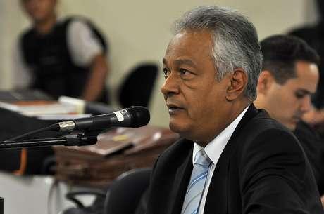 O delegado Edson Moreira depõe no julgamento de Marcos Aparecido dos Santos, o Bola