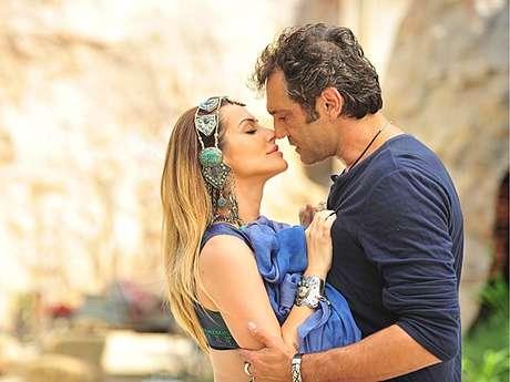 <p>Bianca beijará Zyah</p>