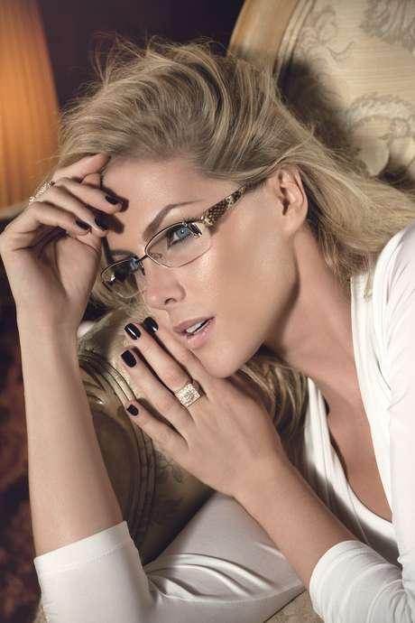 p Ana Hickmann estrela a campanha outono-inverno da própria marca de óculos 1902a7694d