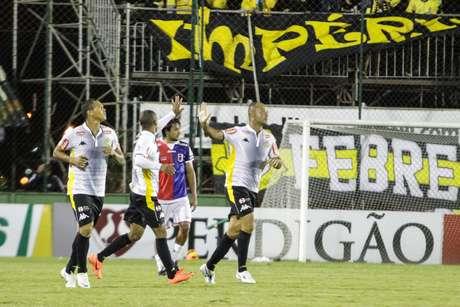 <p>Com vitória em Curitiba, time paulista se classificou; na segunda fase, enfrenta o Criciúma</p>