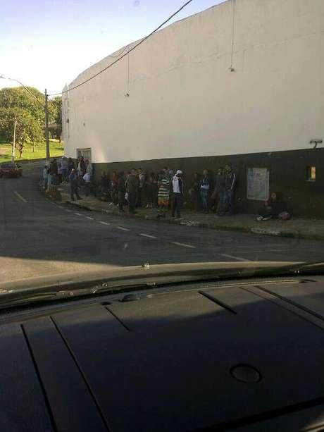 <p>Corintianos se confundiram e fizeram fila por ingressos que só seriam comercializados em São Paulo</p>