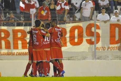 <p>Com gols de Diego Viana e Matheus, Portuguesa venceu Capivariano por 2 a 1 e assegurou vaga na final</p>