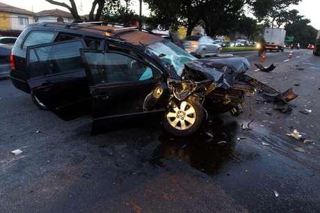 O veículo ficou destruído após o acidente
