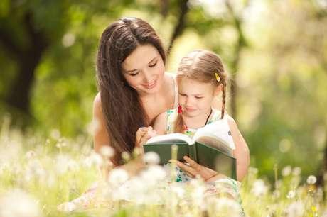 Un buen lector se hace a partir de que siente los libros como algo que le pertenece, le hace gozar y le enseña a comprender el mundo.