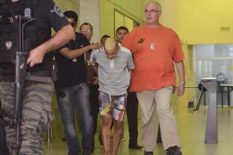 <p>Um adolescente de 17 anos e dois homens foram presos suspeitos de assassinar umadentista</p>