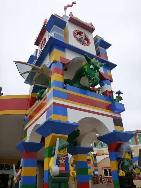 <p>Para quem sempre sonhou em passar a noite na Legoland, na Califórnia, nos Estados Unidos, uma boa notícia: acada de inaugurar o primeiro hotel de Lego do continente</p>