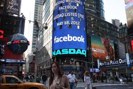 <p>Facebook abriu capital na Bolsa em maio de 2012, com ações a US$ 38, que depois tiveram queda e aos poucos se recuperam</p>