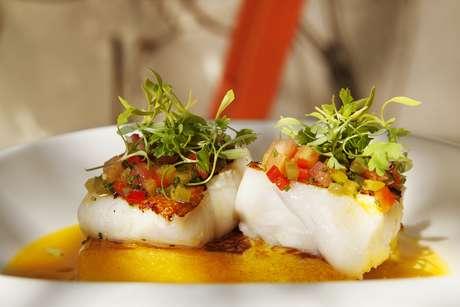 Um dos destaques do cardápio do Maní, eleito o 46º melhor restaurante do mundo em 2013, a moqueca de peixe impressiona não apenas pelo sabor, mas também pelo visual colorido