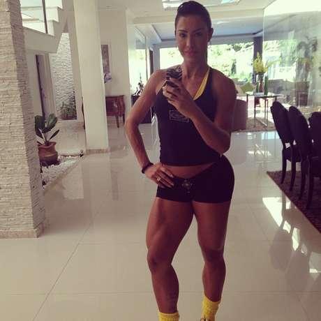 Gracyanne posta fotos de treino para pernas na academia papoacutes curtir uma viagemnbspa paris com o marido thecheapjerseys Choice Image