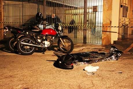 O assaltante foi morto após tentar roubar um policial civil