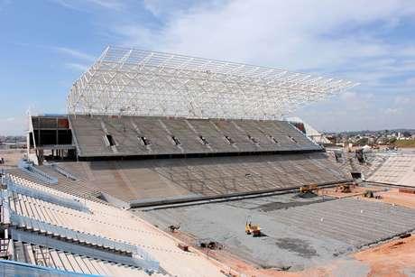 <p>Atrasos em obras preocupam Fifa, que admitiu entrega de estádios após prazos originais</p>