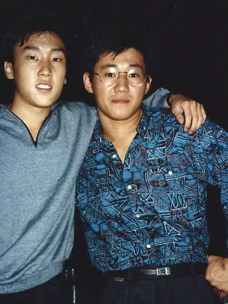 Imagem de 1998 mostra Kenneth Bae (dir.) e Bobby Lee na Universidade do Oregon