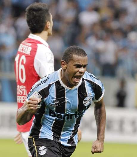<p>Fernando deve deixar o futebol brasileiro após a Copa das Confederações para atuar na Europa</p>