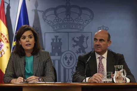 <p>Santamaría y Guindos en la rueda de prensa tras el Consejo de Ministros.</p>