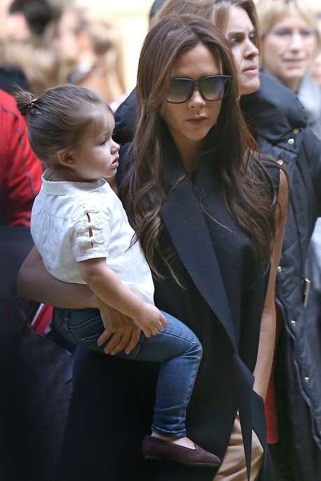 <p>La diseñadora y su hija pequeña han viajado a París para celebrar el cumpleaños de David Beckham, que este pasado día 2 celebraba su 38º cumpleaños.</p>