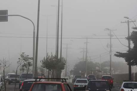 Capital do RS amanheceu com densa neblina e aeroporto foi fechado para pousos