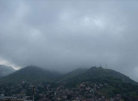<p>No Rio de Janeiro, a manh&atilde; tamb&eacute;m foi de neblina, o que atrapalhou o tr&aacute;fego a&eacute;reo</p>