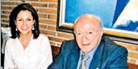 <p>Alfredo Di Stéfano, honorary Real Madrid president, with his girlfriend.</p>