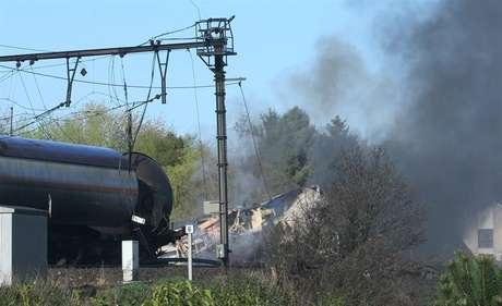 <p>300 personas han sido evacuadas deentre las localidades belgas de Schellebelle y Wetteren, tras descarrilar un tren y provocar un incendio.</p>