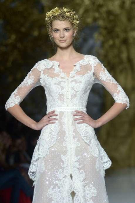 """<p>Mucho brillo de pedrería y """"paillette"""", y mucho dorado, al gusto de los países que ahora son ricos, han destacado en la colección de vestidos joya que Pronovias.</p>"""