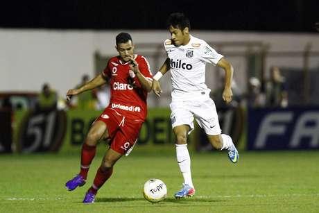 <p>Para Wagner Ribeiro, atacante só deixará o Santos em 2014</p>