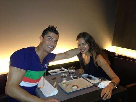 O jogador jantou em um restaurante japonês com a namorada