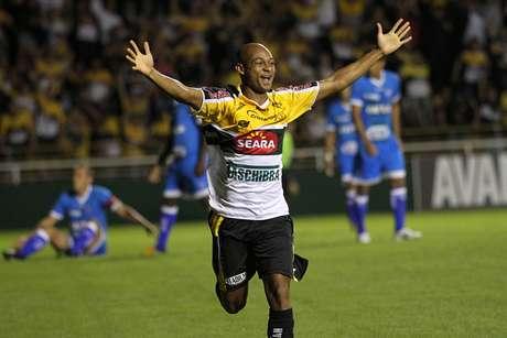 Tartá fez o gol da vitória do Criciúma