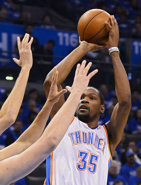 Kevin Durant comandou o City Thunder na primeira partida dos playoffs