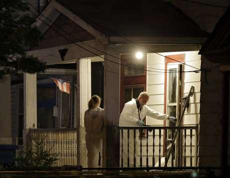Investigadores passaram a noite na casa onde as mulheres foram encontradas