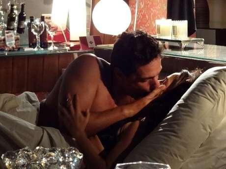 <p>Quando Morena voltou pela primeira vez da Turquia, acabouna cama com Théo. Os dois tiveramuma linda noite de amor</p><p></p>