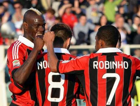 Balotelli marcou duas vezes e ajudou Milan a golear Pescara