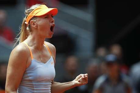 <p>A russa Maria Sharapova confirmou o favoritismo nesta quinta-feira e avançou mais uma etapa no Premier de Madri, alcançando as quartas de final</p>
