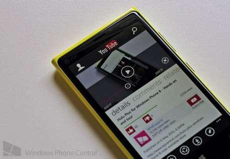 <p>Usuário gerencia sua conta no Youtube diretamente pelo app</p>