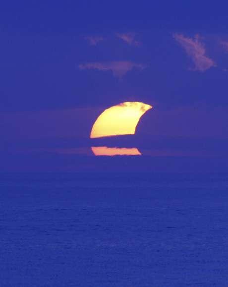 Cientistas e fãs da astronomia de todo o mundo se reuniram nesta sexta-feira para presenciar o primeiro eclipse anular de 2013